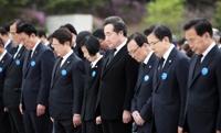 """민주 """"4·19정신 이어 평화 새시대""""…한국 """"훼손된법치 사수"""""""