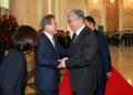 カザフで歓迎受ける文大統領
