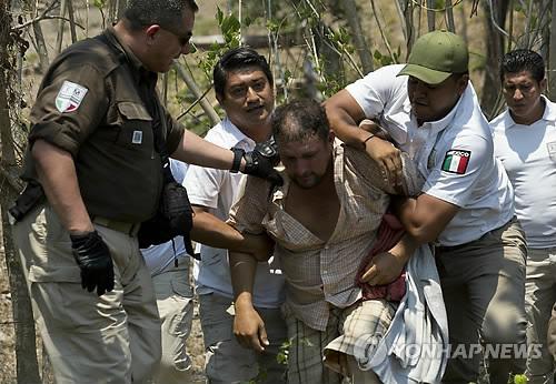 美 남부국경서 구금된 불법 이민자 두 달 연속 10만명 돌파