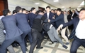 与野党が国会で衝突