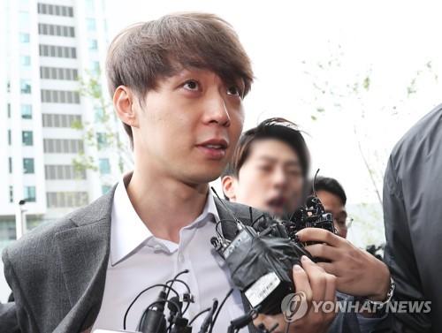 '마약 투약 혐의' 박유천 영장실질심사 출석