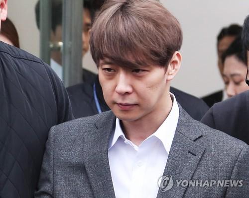 """'마약 투약 혐의' 박유천 구속…법원 """"증거인멸·도주 우려""""(1보)"""