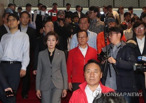 """허 찔린 한국당…""""속았다…'전자 법안 제출'은 꼼수"""" 강력반발(종합)"""