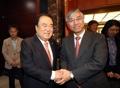 El presidente parlamentario surcoreano con el embajador chino ante Seúl