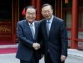 El presidente parlamentario con un funcionario de alto rango chino
