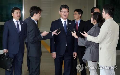 (News Focus) Seoul seeks to keep peace process alive through biz people's Kaesong trip: experts