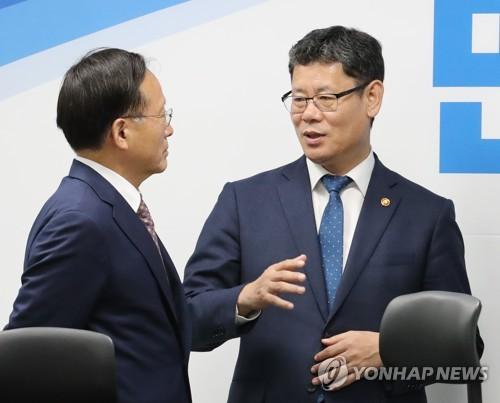 """통일부 """"내년 남북협력기금 40% 증액""""…與 """"분위기부터 만들라"""""""
