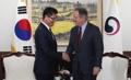 WFP事務局長と握手