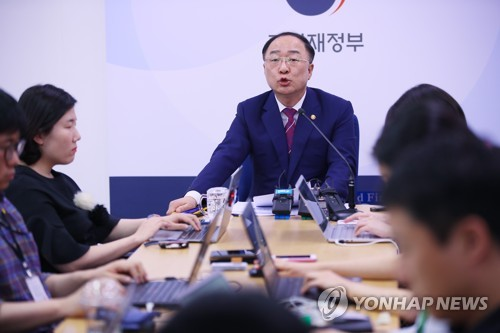 (2nd LD) Seoul hints at intervention in FX market