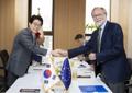 El ministro de Medio Ambiente y el embajador de la UE ante Corea del Sur