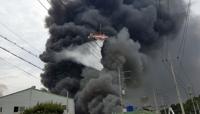 김해 공장 대형 화재, 3개사 8개동 태우고 3시간만에 잡아