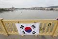 Rindiendo homenaje al barco hundido en Hungría