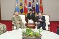 Ministro de Defensa surcoreano con el jefe del comando de operaciones especiales de EE. UU.