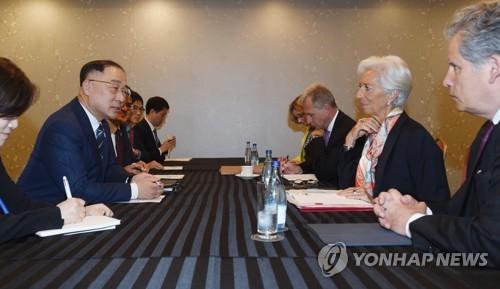 """홍남기·IMF총재, """"한국 확장적 재정정책 필요"""" 공감대"""