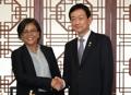 El ministro del Interior se reúne con una ministra hondureña