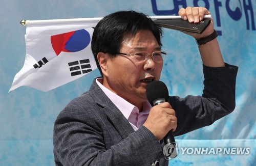 """홍문종 """"한국당 역할 기대할 수 없어…탄핵은 촛불 쿠데타"""""""
