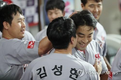 SK, 김광현 호투·정의윤 홈런 앞세워 KIA에 완승