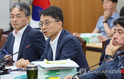 내년 최저임금 심의, 첫회의부터 진통…'월 환산액 병기' 충돌