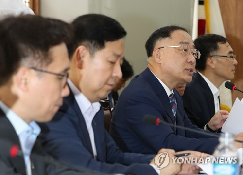 (LEAD) Finance minister calls for speedy investment by public firms