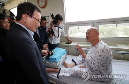 """이해찬, 중앙보훈병원 방문…""""유공자 명예 열심히 챙기겠다"""""""