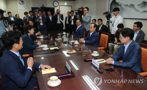 """총리실 """"동남권 신공항, 양측 논의 파악 뒤 절차 진행하겠다"""""""