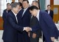 Moon con el presidente del Grupo SK
