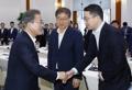 Moon con el presidente del Grupo LG