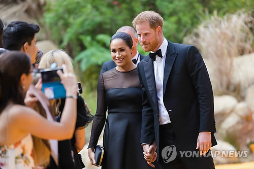 '왕실서 독립' 해리 왕자 부부, 생활비 등 어떻게 마련하나