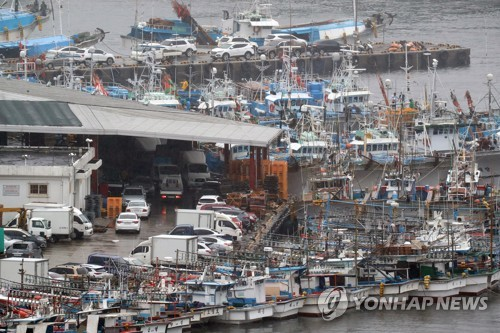 (2nd LD)  Korea's southern regions on alert for typhoon