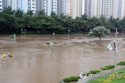 (3rd LD) S. Korea remains on alert over Typhoon Danas