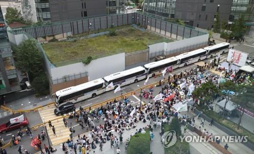 옛 일본대사관 앞 경제보복·아베 규탄 1천여명 촛불집회