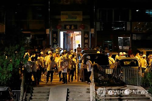 """中 홍콩에 이미 개입했나…""""정체불명 남성들 선전서 넘어와"""""""