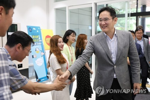 이재용 현장행보 계속…광주 교육센터 찾아 '미래사업 챙기기'