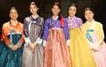 Las descendientes de los mártires de la independencia con 'hanbok'