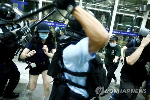 류이페이 홍콩 경찰 지지에 영화 '뮬란' 보이콧 운동
