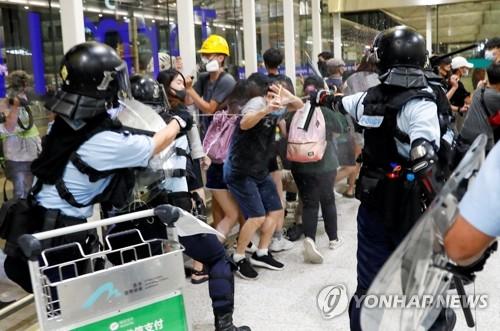 """""""시진핑, 홍콩에 무력개입 대신 준엄한 법 집행 지시""""(종합)"""