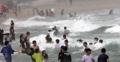 Grandes olas del tifón Krosa