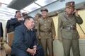 북한 또 '새 무기' 시험사격…밝게 웃는 김정은