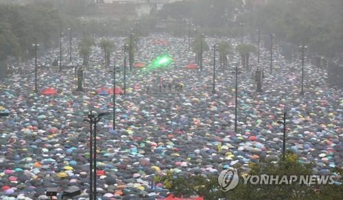 """홍콩특구 정부 """"폭력 시위자 응징할 것"""" 강력 경고"""