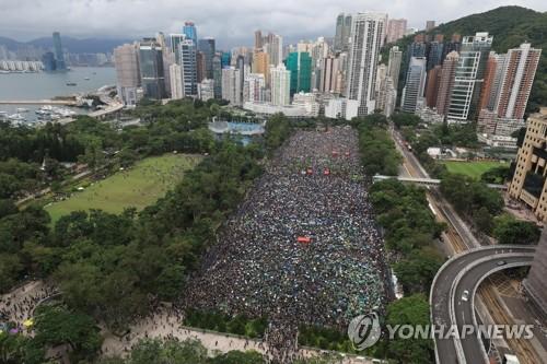 """""""홍콩 시위 SNS에 올린 중국 인권변호사 실종""""(종합)"""