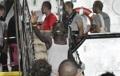 난민 80여명, 伊 해상서 19일 만에 탈출…람페두사섬 하선