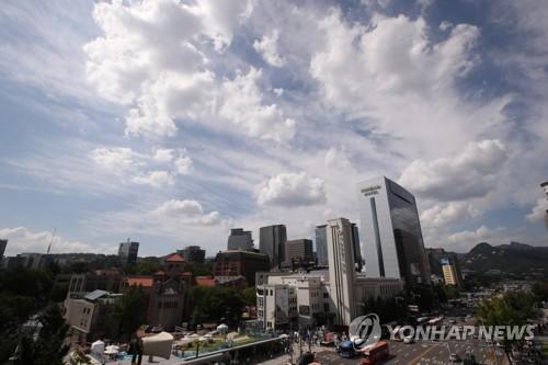 전국에 구름많고 낮 최고 32도…제주도·남해안은 비