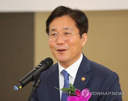 [동정] 성윤모 산업장관, 추석 맞아 전통시장·복지시설 방문