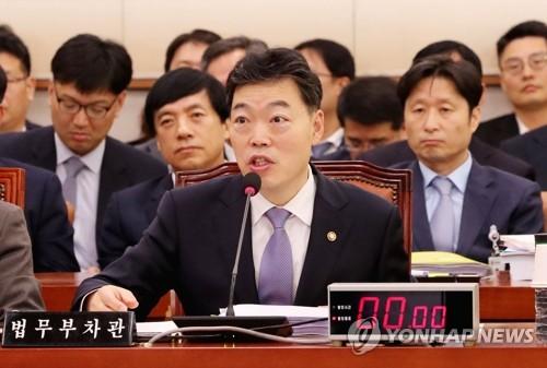 법사위, '조국 빠진 조국 국감'…조국·검찰개혁 화두에