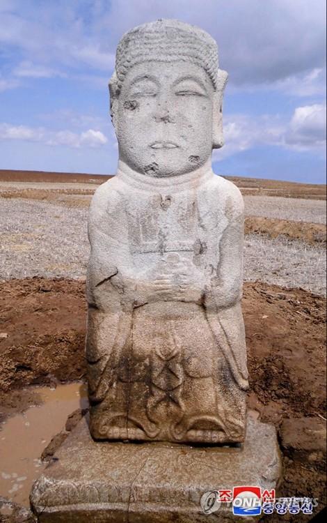 北 남포서 2.3m 높이 고려 초기 석조약사여래상 발굴