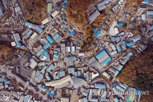 쇳가루 날리는 인천 사월마을 세대 10곳 중 7곳 '주거 부적합'(종합)