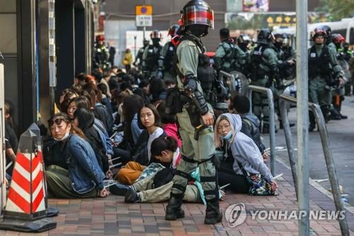 """中인민일보 """"홍콩 폭동 진압 더는 늦출 수 없어"""""""