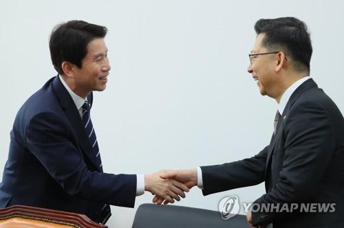 """이인영, 농림장관 만나 """"ASF 재발 않도록 후속대응 잘 해달라"""""""