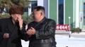 온실농장 조업식서 이야기 나누는 북한 김정은과 박봉주