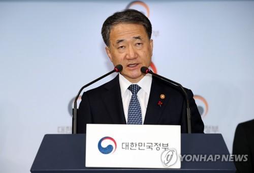"""박능후 복지장관 """"성남 어린이집 사고에 '성폭력' 용어 부적절"""""""